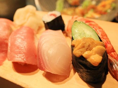 回転寿司が大流行し、高級料理のイメージが強かったお寿司はぐっと身近にな... 大人デートの前に知